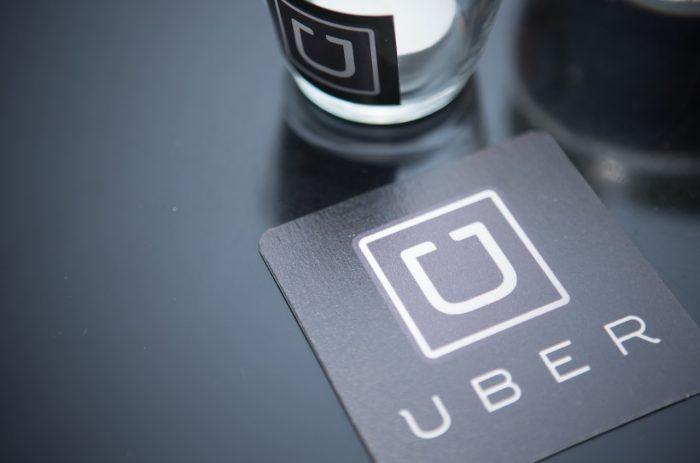 Ministra, ¿En qué se diferencia Uber de un Hotel o de una Empresa?