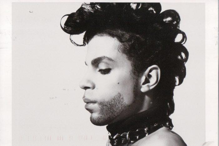 ¿Por qué no puede encontrar música de Prince en internet?