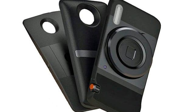 """Por otro lado, Motorola llama """"chaquetas"""" al juego de carcasas inteligentes de su nuevo Moto Z."""