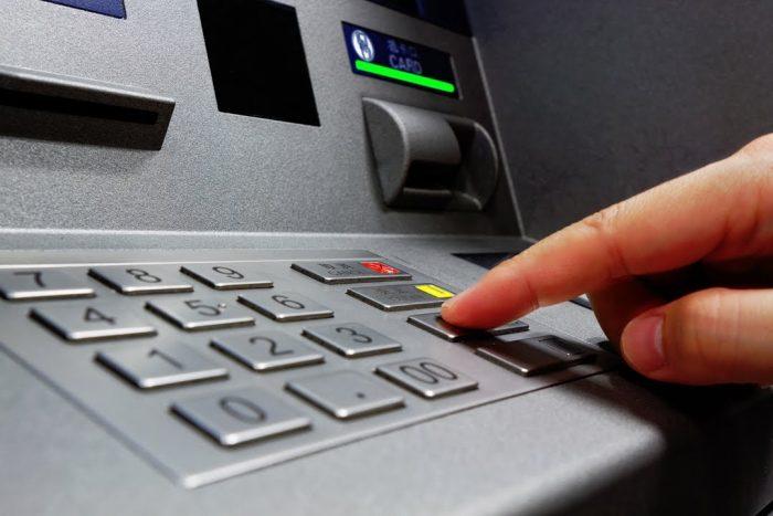 Si usa un reloj inteligente, le pueden robar la clave del cajero automático