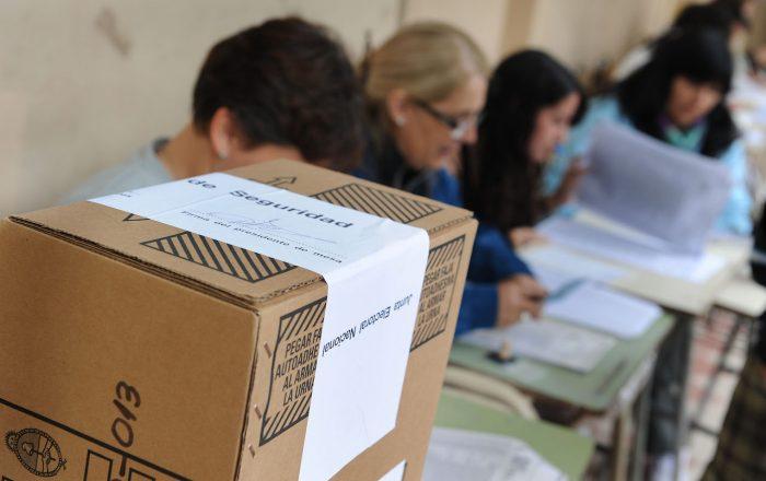 El absurdo de las elecciones de papel en Colombia
