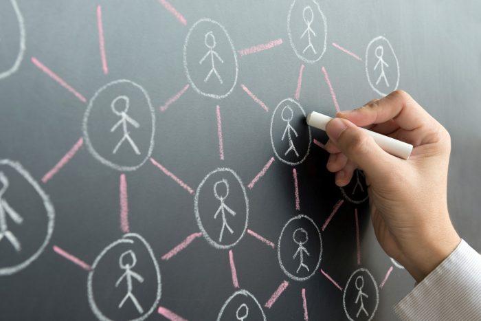Los 3 Grados de Separación (y el riesgo de compartir su vida en línea)