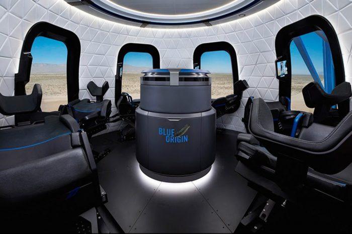 Si va a viajar al espacio que sea así de elegante