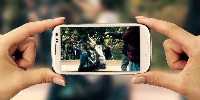 El reto de crecer en la era de los smartphones y las redes sociales