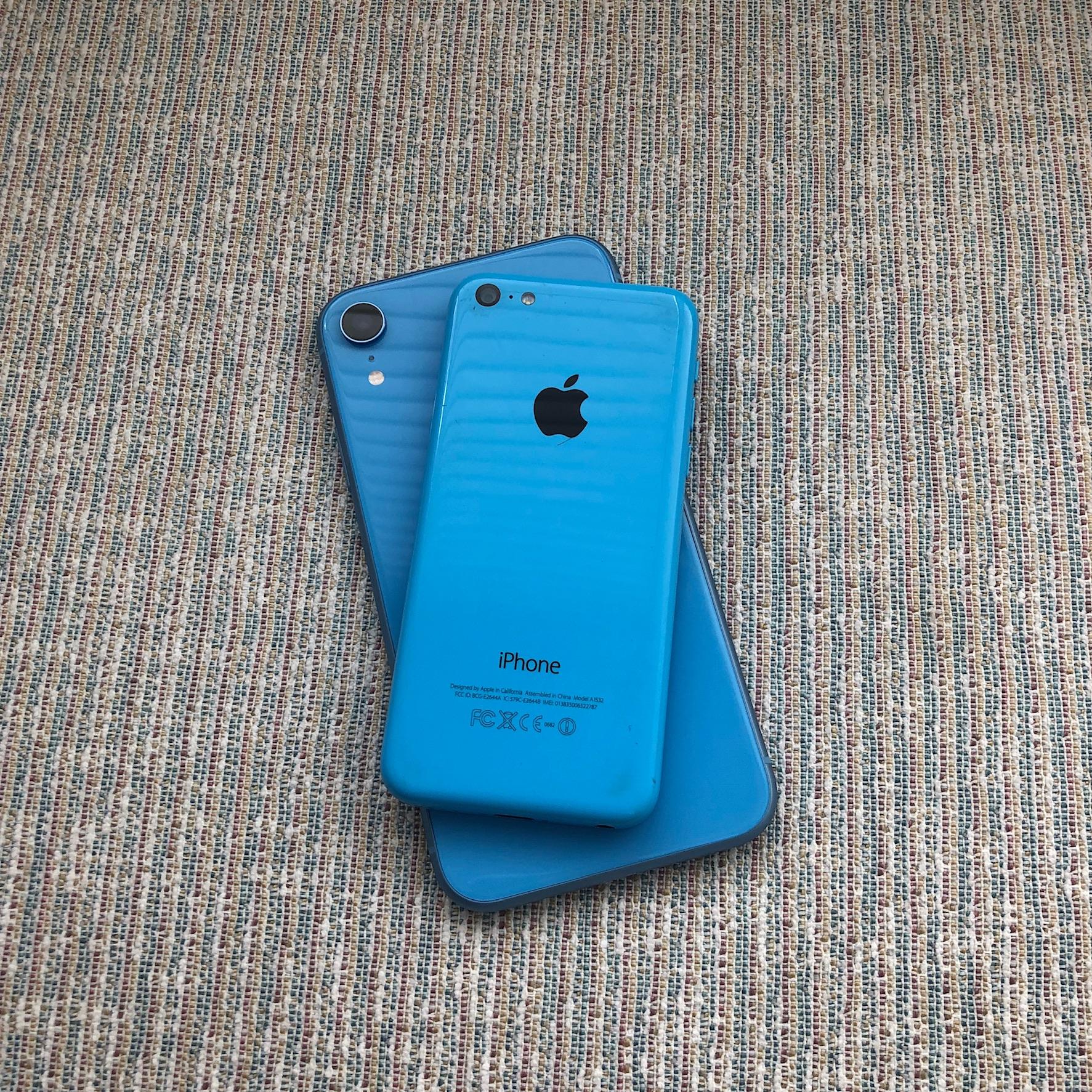 iPhone XR y 5C
