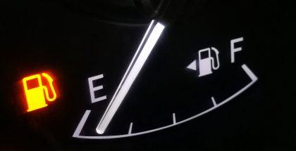 Combustible de auto está por terminar