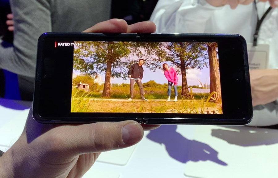 Visualizando contenidos de Netflix en el Galaxy Z Flip
