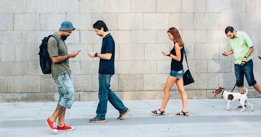 Look Up! Su Android quiere que usted deje de textear mientras camina