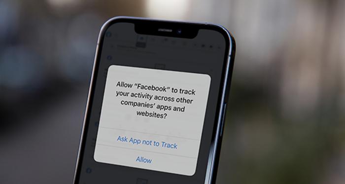 ¿Quieres que Facebook siga siendo gratuito? Deja que te rastree
