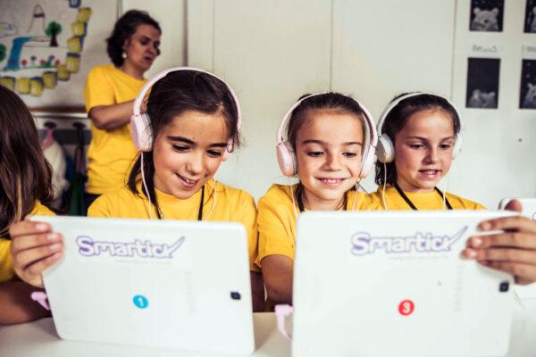 Niños usando Smartick