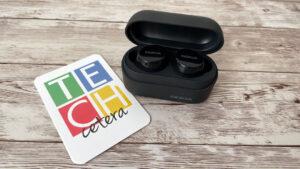 Nokia Power Earbuds Lite en su estuche