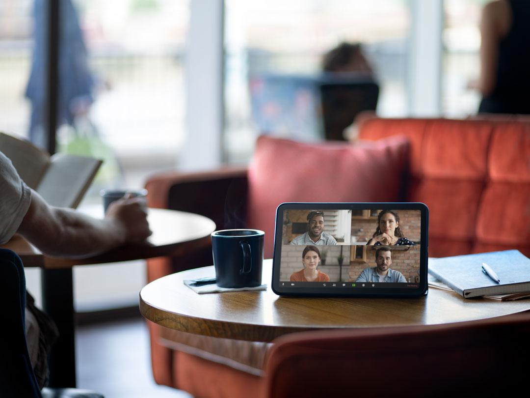 Nokia T20 en video llamadas como parte del nuevo normal